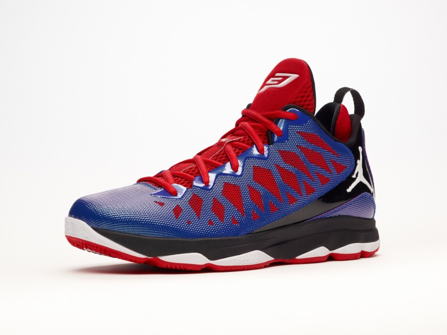 JORDAN CP3.VI X運用Hyperfuse材質構成的鞋面,則具有無縫、重量輕、透氣性佳的特性