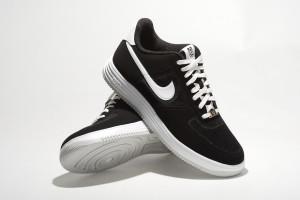 Nike 的科技讓 Lunar Force 1 輕盈舒適