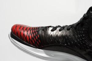 adidas rose 35 12 300x200 ADIDAS ROSE 3.5 / 沿襲優異性能 踝部保護再昇級