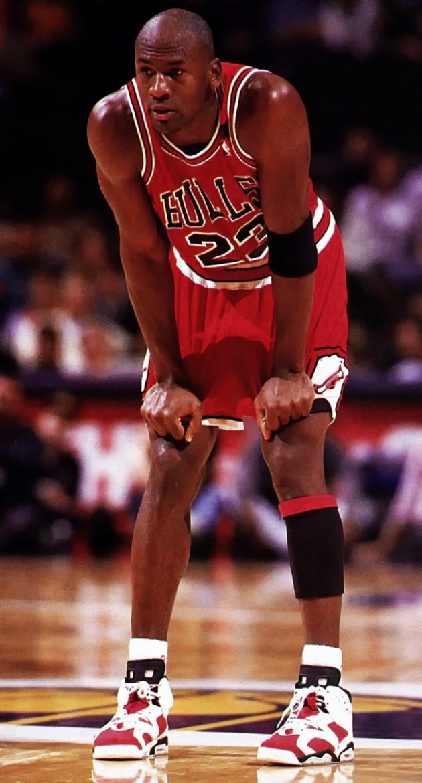 """在 nba 赛场上,乔丹就多次穿着这款胭脂红色的 air jordan 6 """""""