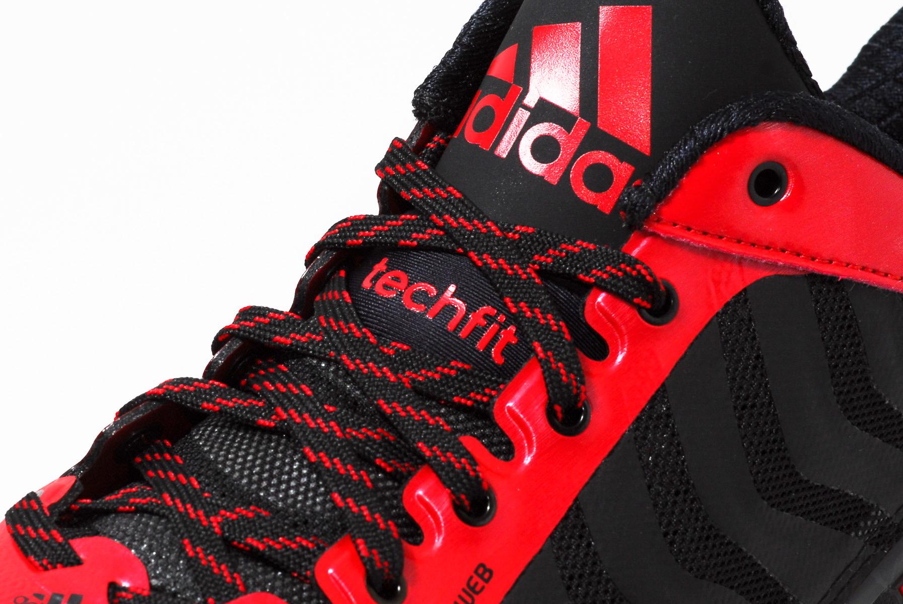林书豪足下的 QUICK VS. FAST adidas 迅捷与疾速战靴比较