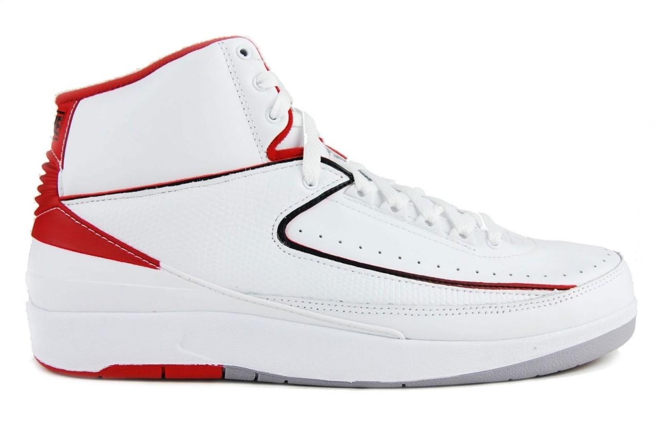 新聞分享 / 設計擺第一,商標擺第二 : 品牌 Logo 極小化的經典鞋款