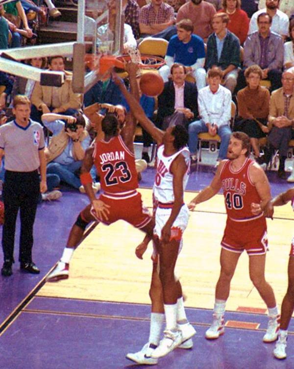 10-Photos-Of-MJ-Wearing-Air-Jordan-2-3