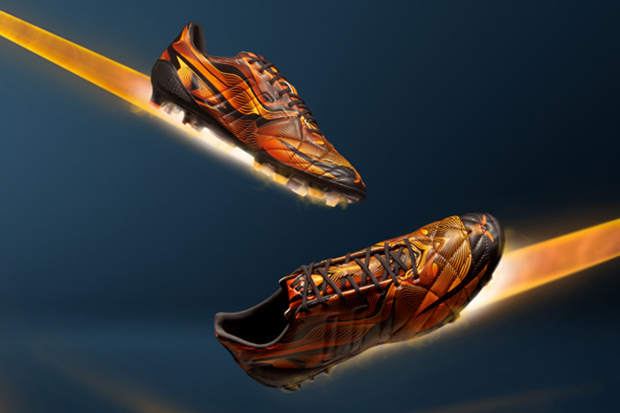 adidas-brings-crazylight-technology-to-its-predator-11pro-nitrocharge-football-boots-3