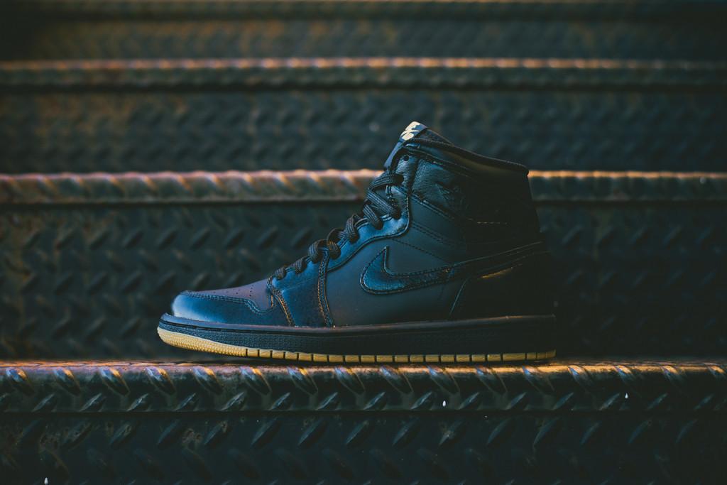 Air_Jordan_1_OG_Black_Black_Gum_555088_020_Sneaker_Politics_Hypebeast_3_1024x1024