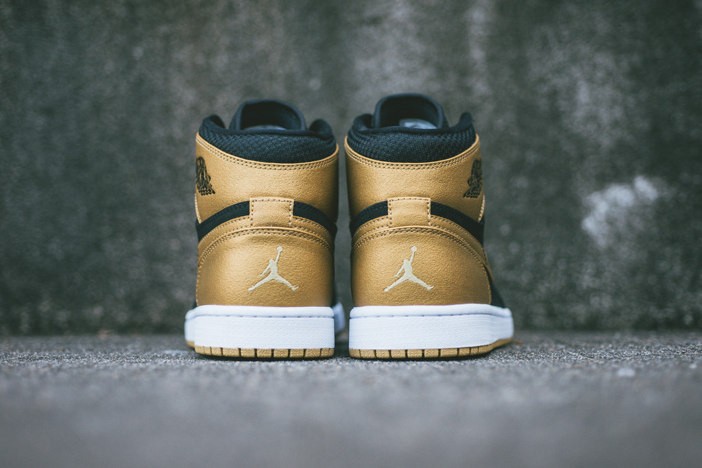 Air_Jordan_1_retro_High_Carmelo_Anthony_Melo_332550_026_Sneaker_politics_Hypebeast_7_1024x1024