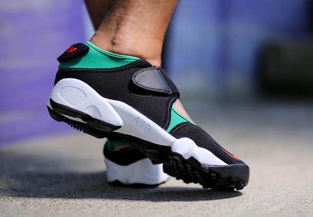 nike-air-rift-black-green-red-og-on-foot-4