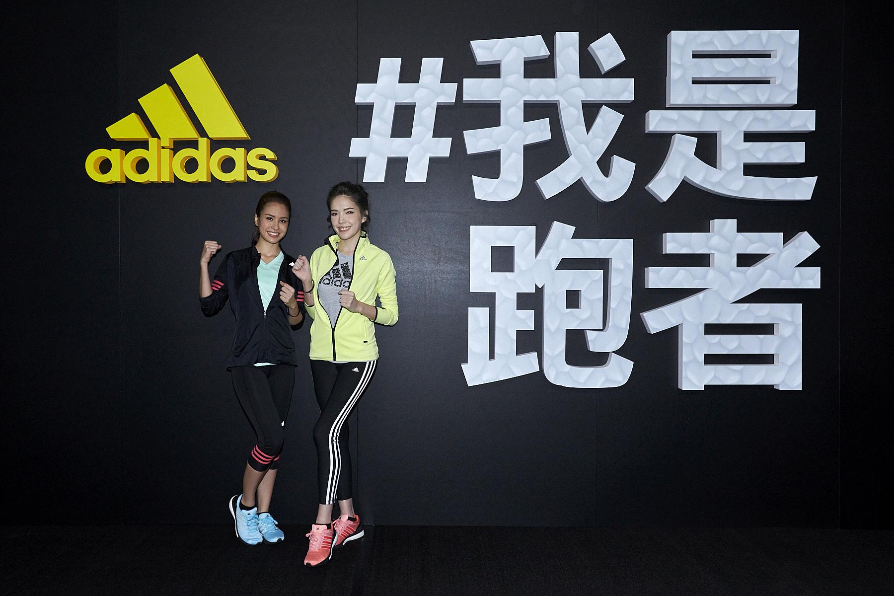 圖一:許瑋甯與雷艾美一起於「#我是跑者」主題牆前合影,號召全民一起運動!(adidas提供)