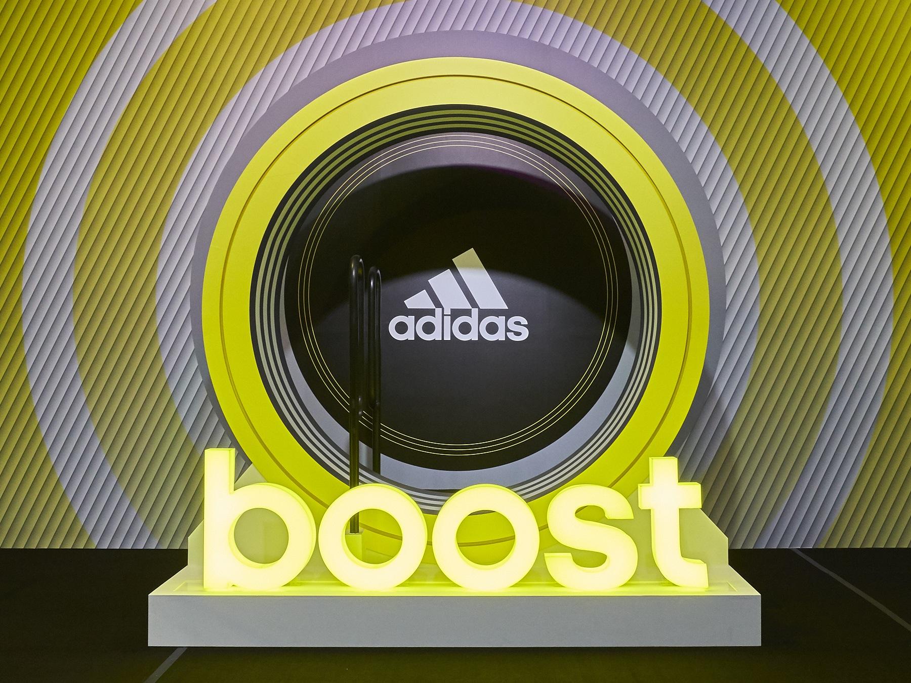 圖六:Energy Boost動能挑戰:藉由跑步帶動Boost能量輪,累積能量讓Boost燈箱全亮,超越自我!(adidas提供)
