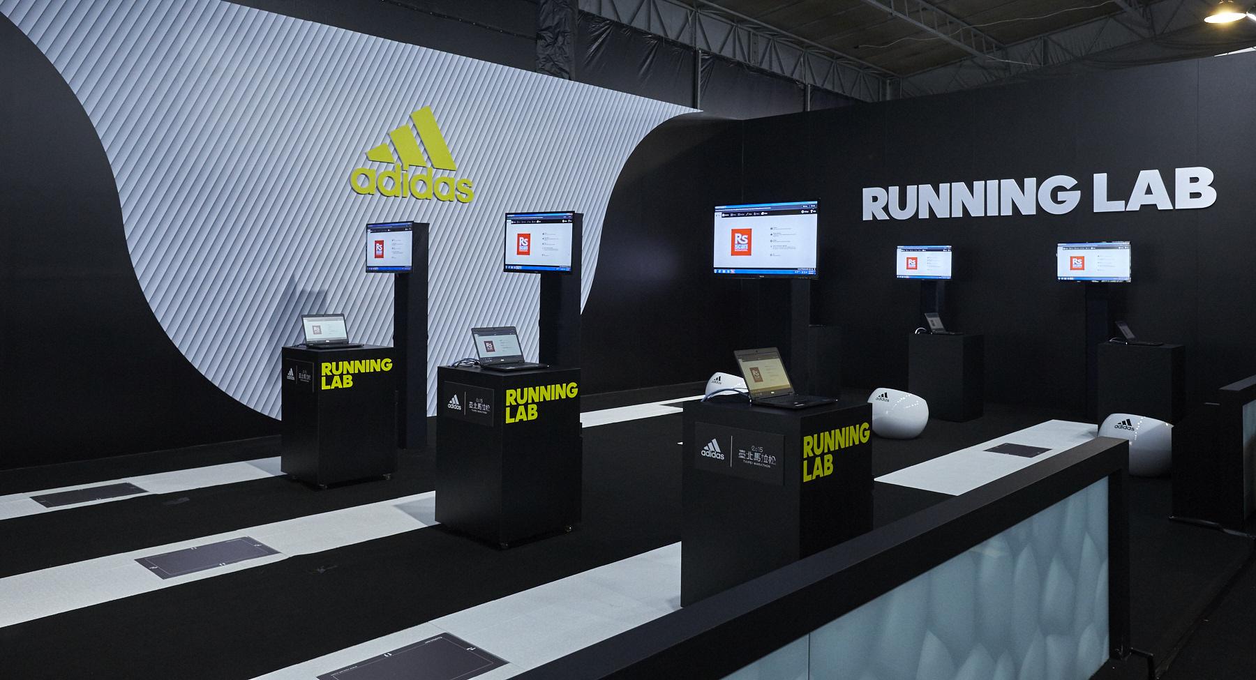 圖四:Running Lab動態足測區:完整移植日本專業服務,藉由足底壓力計分析跑者的足型特色、跑步時的落點和腳掌壓力分佈,協助跑者找出適合自己的跑鞋類型。(adidas提供)