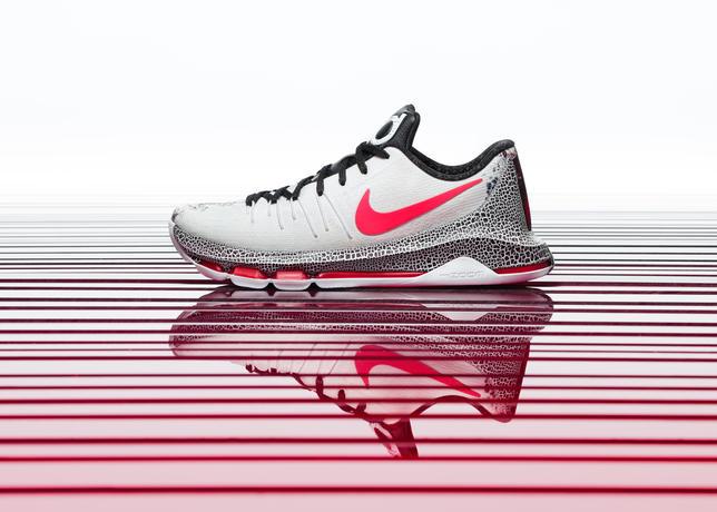 15-600_Nike_Holiday_KD_7_Hero-01_50828