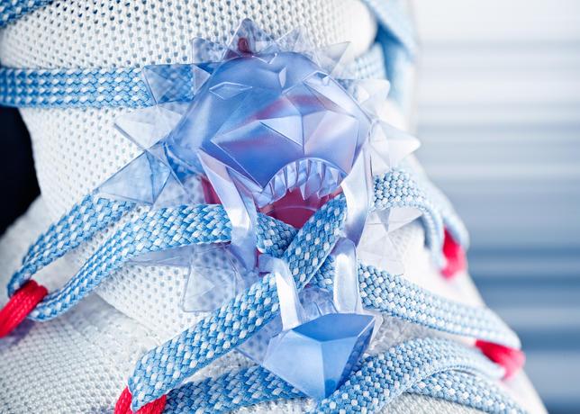 15-600_Nike_Holiday_LeBron_13_Detail_B-01_50829