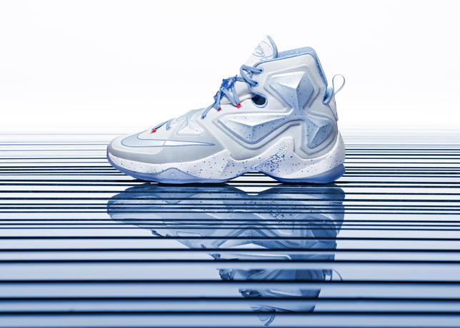15-600_Nike_Holiday_LeBron_13_Hero-01_50820