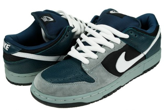 huge discount cd0b3 d0029 Nike-SB-Dunk-Low-Futura-Profile-560×375