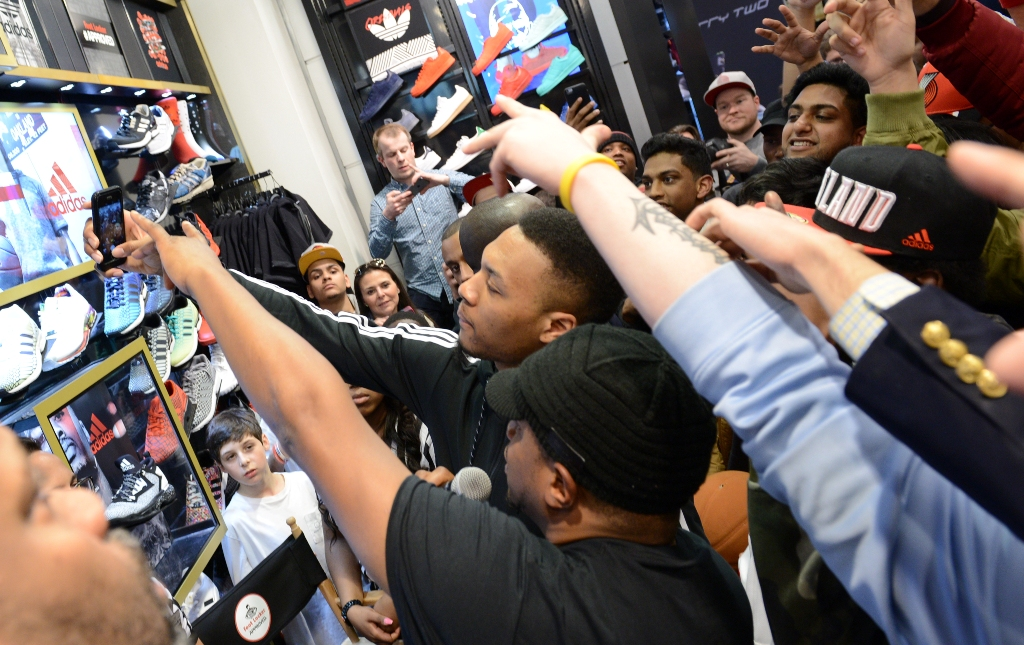 Damian-Lillard-Foot-Locker.3