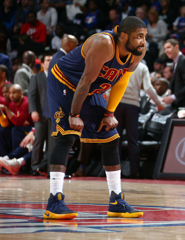 kyrie-irving-nike-kyrie-2-navy-yellow-3_o66dqn
