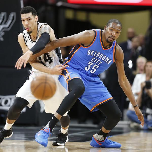 Oklahoma+City+Thunder+v+San+Antonio+Spurs+eBSqxl8nQYQl