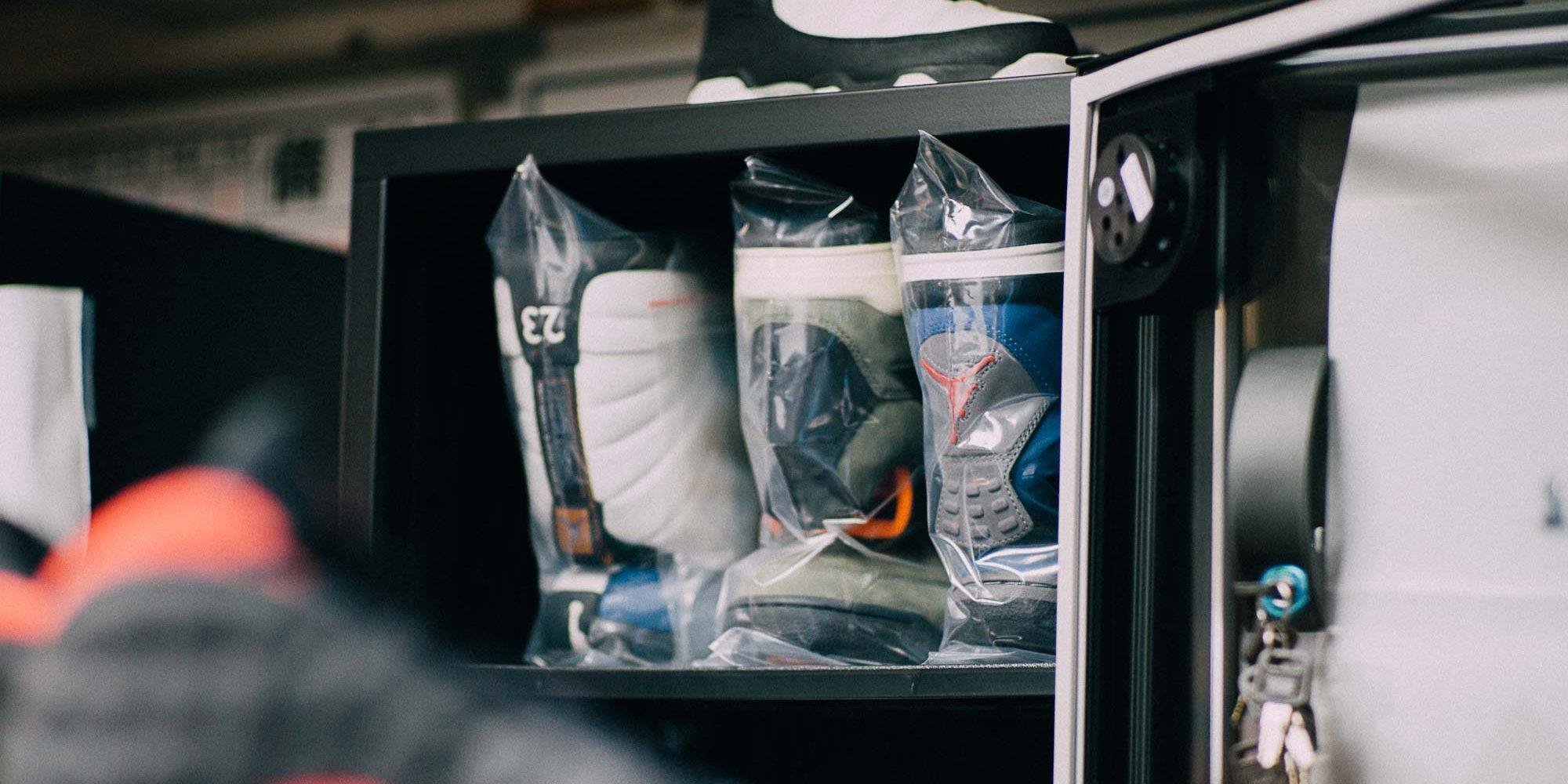 Carter 珍藏的 Eminem AJ4 與 UNDFTD AJ4 ,每一雙都是好幾千美金的超高單價收藏逸品。