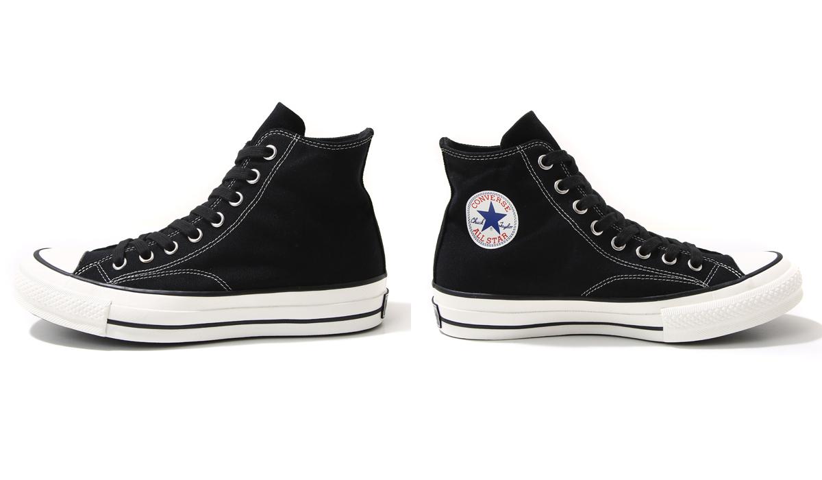 6abbe2432b16 ... 的Chuck Taylor  草寫標誌,雖說品牌並未解釋揉合兩鞋型版本的用意,但從經典的鞋身曲線和收藏家所追求的眾多復古標誌,就足以讓相對在意背景考究的人們為之瘋狂。
