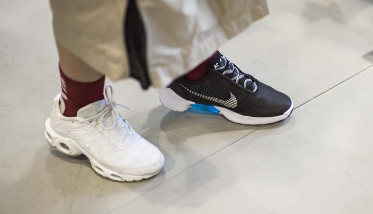 nike-hyperadapt-new color first look-3