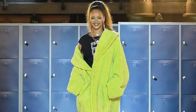 Rihanna-on-the-FENTY-PUMA-by-Rihanna-AW17-runway