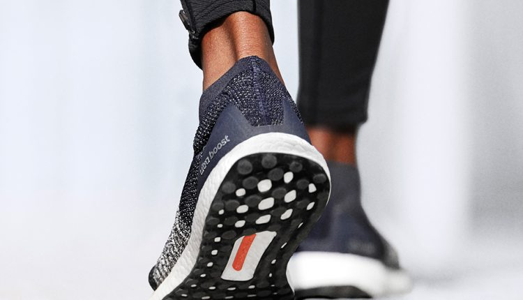 adidas-Running-UltraBOOST-Laceless-blue-3