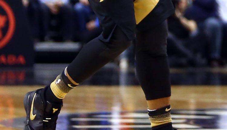 DeMar DeRozan Nike Zoom Kobe 1 black gold (5)