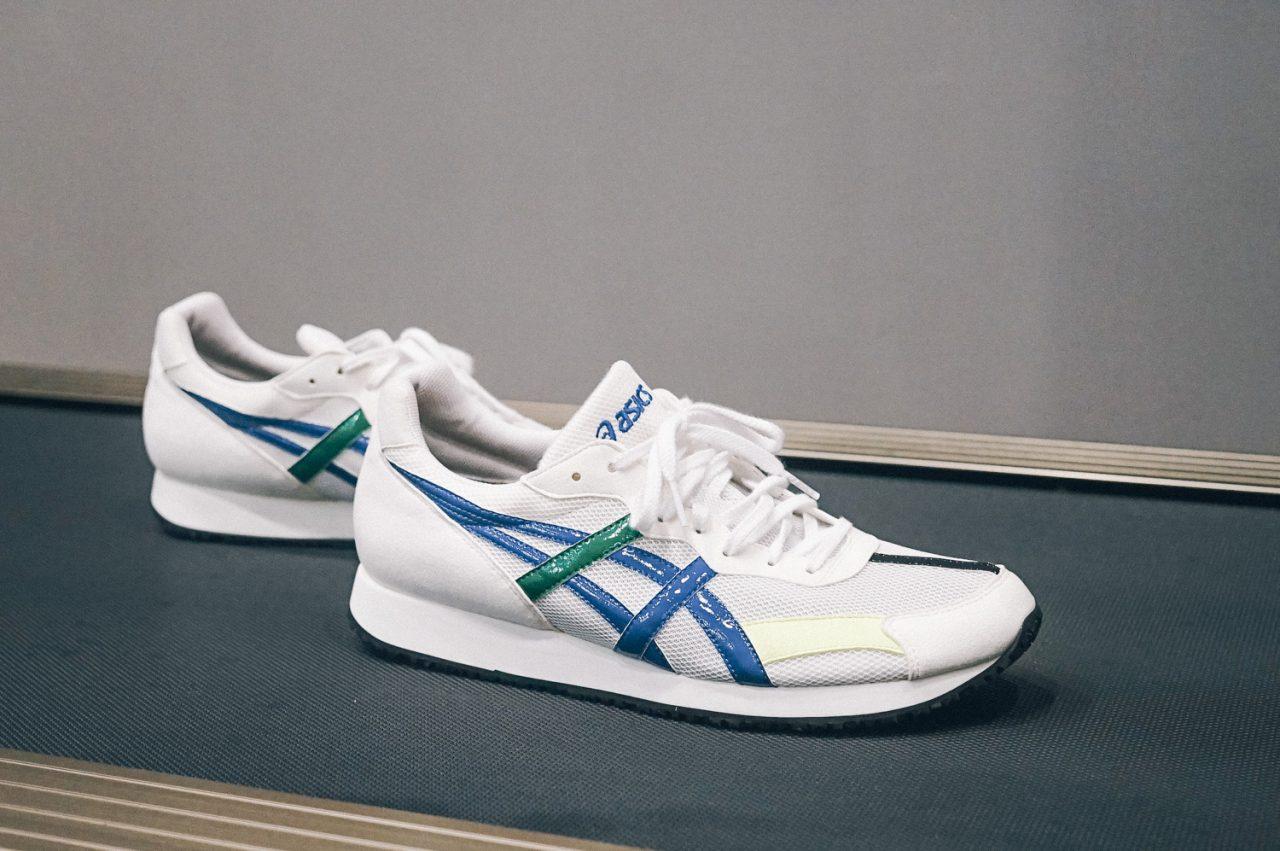 02498db9ccbf1 換上的這一雙ASICS 鞋款,其實沒有太多的科技,白色的麂皮與帆布組合的基本款式,畢竟只是短時間著用測試使用 ,也不必要有太多特別機能,但是,卻暗藏了許多玄機。