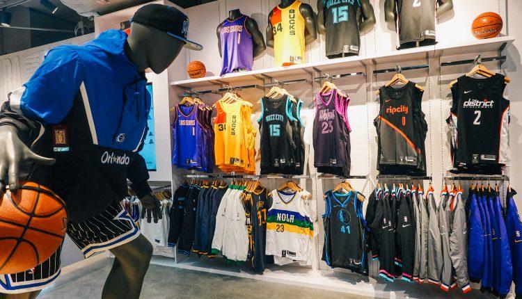 20181120 NBA Store-24