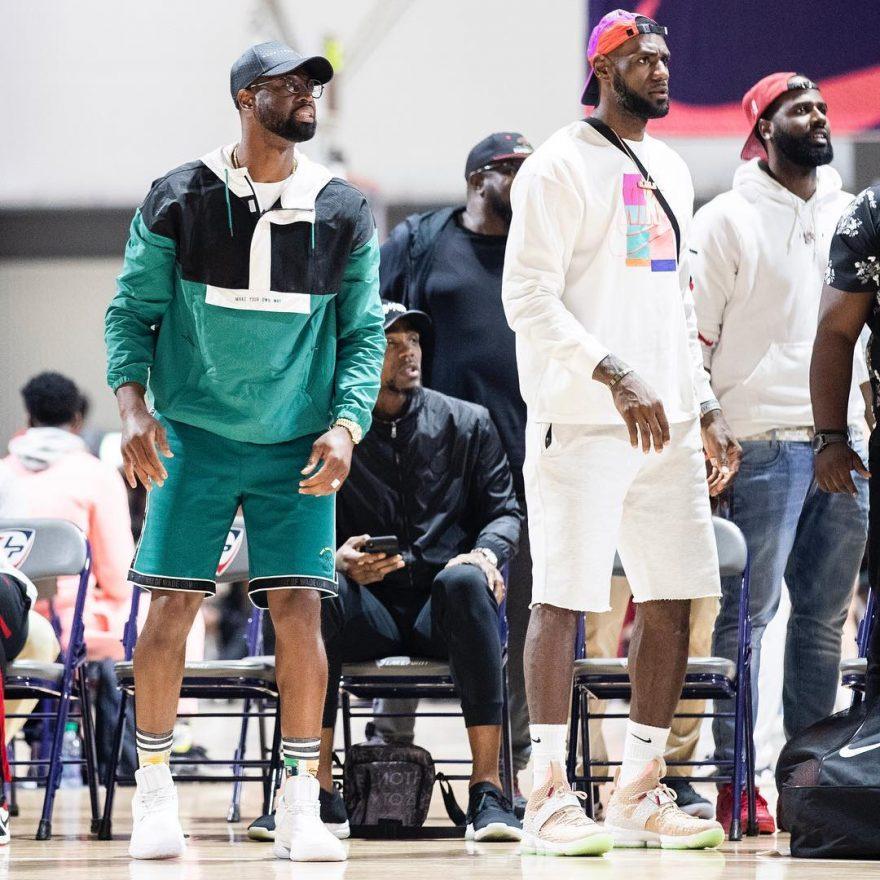 27ca4398a9eed 2009 年Nike 與Kanye West 聯手打造了Air Yeezy 1,開啟了Yeezy 風潮至今,轉眼整整10  年了。雖說兩人現在分屬不同運動品牌,但Kanye West 與LeBron James 有著不錯 ...